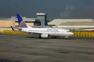 Boeing-737-700 United airlines at Manila airport
