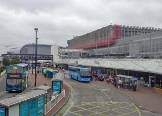 Автобусные остановки у терминала 1 аэропорта Дублин