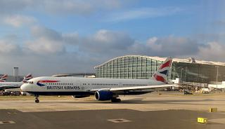 Боинг-767-300 G-BNWA Британских авиалиний у терминала 5 аэропорта Хитроу
