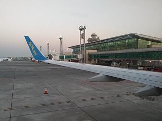 Терминал 2 аэропорта Ереван Звартноц со стороны перрона