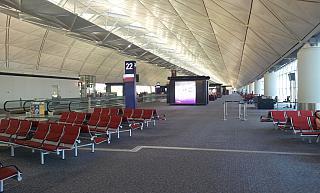 Галерея выходов на посадку в аэропорту Гонконга
