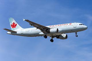 Самолет Airbus A320 C-FTJQ авиакомпании Air Canada