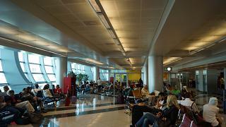 Зал ожидания у гейта в терминале 3 аэропорта Дубай