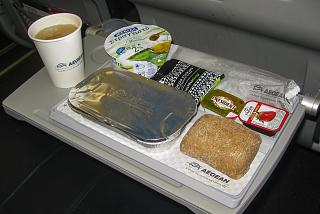 Flight meals on the flight Thessaloniki-Paris with Aegean airlines