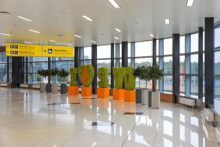 """Green composition """"I love Sheremetyevo"""" in the passage between terminals D and E"""