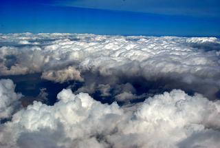 Облака перед посадкой в аэропорту Дубай