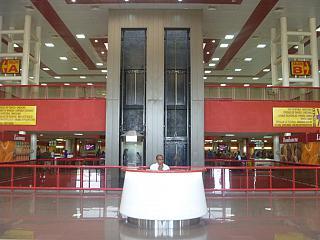 Информационная стойка в терминале 3 аэропорта Гаваны