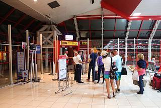 Выход на посадку в международном терминале аэропорта Гавана Хосе Марти