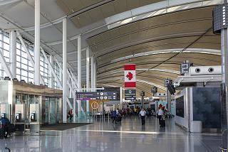 В терминале 1 аэропорта Торонто Пирсон