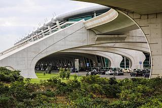Стоянки такси у пассажирского терминала аэропорта Порту