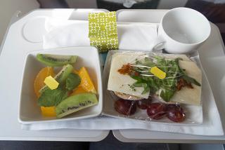 Бортовое питание бизнес-класса на рейсе Барселона-Порту авиакомпании TAP Portugal