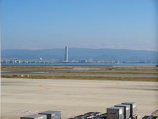 Мост, соединяющий островной аэропорт Кансай с городом Осака