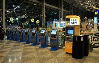 Стойки самостоятельной регистрации в терминале Т2 аэропорта Хельсинки Вантаа
