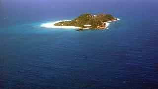 Island in the Seychelles on the path of flight Mah