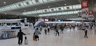 В терминале 2 аэропорта Токио Нарита