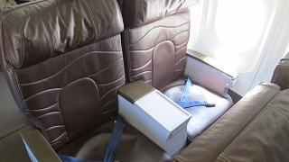 Кресла бизнес-класса в самолете Боинг-717 Гавайских авиалиний