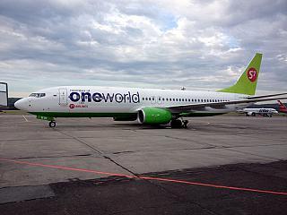 Боинг-737-800 S7 Airlines в окраске Oneworld в аэропорту Емельяново