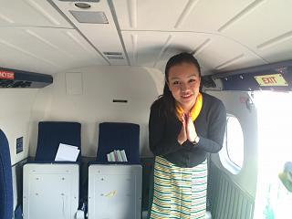 Стюардесса непальской авиакомпании Tara Air