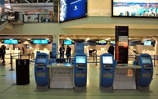 Киоски саморегистрации в терминале Т1 аэропорта Хельсинки Вантаа