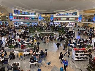 В чистой зоне терминала 3 аэропорта Тель-Авив Бен Гурион