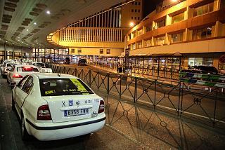 У выхода из терминала Т2 аэропорта Мадрид Барахас