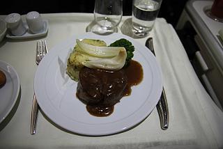 Горячее питание (баранина) в бизнес-классе авиакомпании Korean Air