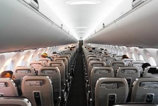 Пассажирский салон самолета Bombardier CS300 авиакомпании SWISS