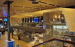 Кафе в чистой зоне терминала Т2 аэропорта Хельсинки Вантаа