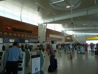 Стойки регистрации авиакомпании Qantas в аэропорту Аделаида