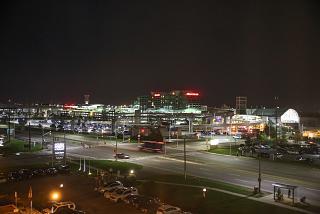 Пассажирские терминалы аэропорта Торонто Пирсон ночью