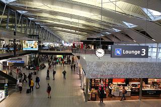В чистой зоне аэропорта Амстердам Схипхол