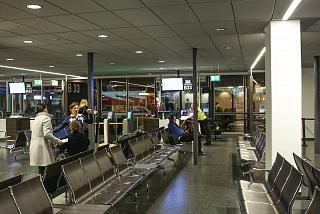 Drive the gate in terminal 1 of the airport Vienna Schwechat