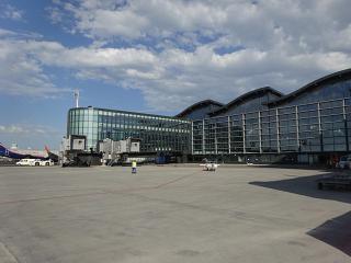 Вид на новый терминал 1 аэропорта Астана со стороны перрона