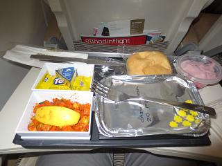 In-flight meals on the flight Beirut-Abu Dhabi Etihad Airways