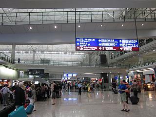 В терминале 1 аэропорта Гонконга