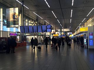 В терминале 2 аэропорта Амстердам Схипхол