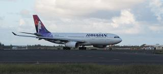 Airbus A330-200 Hawaiian airlines at the airport of Kahului