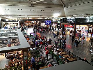 В чистой зоне аэропорта Стамбул Ататюрк