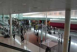 Clean the area of the new terminal T1 of Barcelona airport
