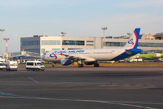 Airbus A321 Уральских авиалиний в аэропорту Домодедово