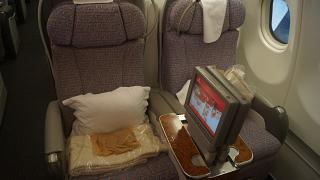 Seats in business class in the Airbus A340-500 of Emirates airlines