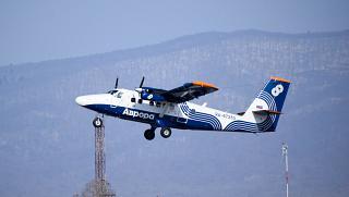 Самолет DHC-6-400 Twin Otter, RA-67283 (В. Сайбель) взлетает в аэропорту Владивостока