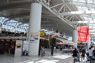В терминале 1 аэропорта Нью-Йорк Джон Кеннеди