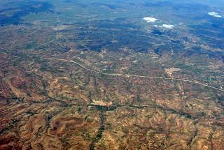 В небе над Алжиром. Местность около населённого пункта Туснина.