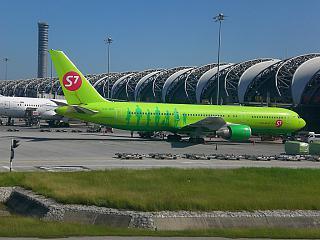 Боинг-767-300 авиакомпании S7 Airlines в аэропорту Бангкок Суварнабуми