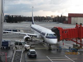Самолет Embraer 190 SP-LNB авиакомпании ЛОТ в аэропорту Варшавы