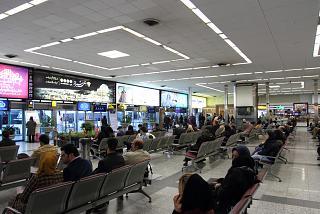 В чистой зоне терминала 4 аэропорта Тегеран Мехрабад