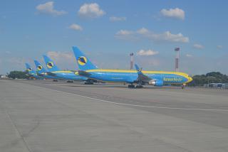 Боинги-767-300 АэроСвита в аэропорту Борисполь