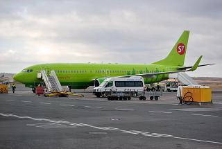 """Боинг-737-800 авиакомпании """"Глобус"""" в аэропорту Симферополя"""