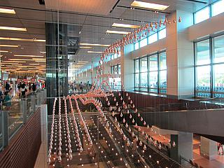 """Kinetic rain"" in Singapore Changi airport"